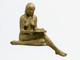 04 - Modella che legge - 2007, bronzo cm 45x51x38 -
