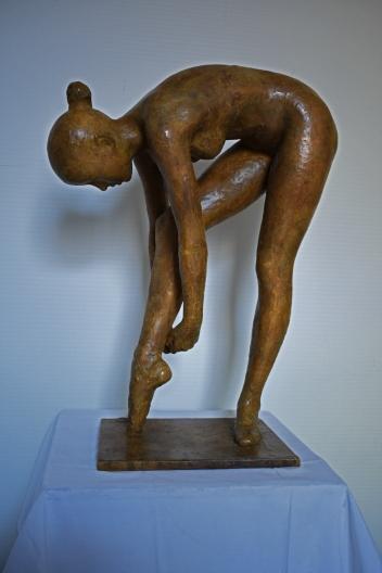 67 - Danzatrice che si allaccia la scarpetta (a)